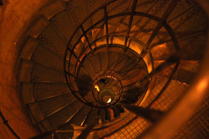 凱旋門の螺旋階段