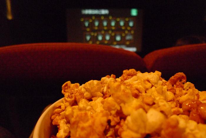 映画館のキャラメルポップコーン